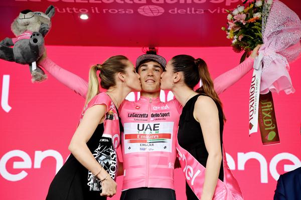 Arnaud Démare vincitore della decima tappa del Giro d' Italia 2019