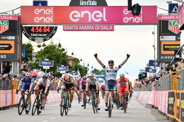 Damiano Cima vince la tappa numero 18 del Giro d' Italia 2019